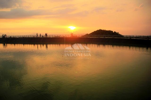 spot sunset bagian selatan embung