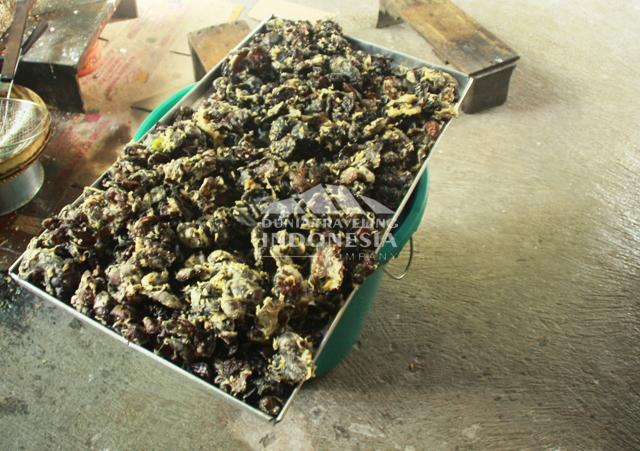 Kripik jamur kuping setengah jadi. Ini enak sekali travelers... suer :D