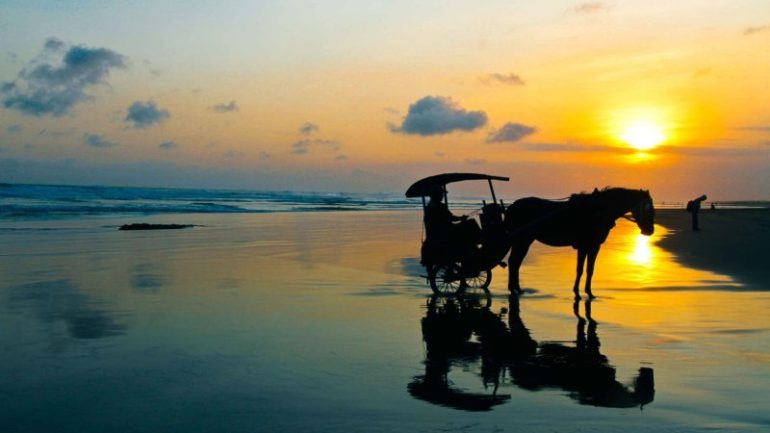 Pantai Parangtritis sewa mobil jogja dunia traveling
