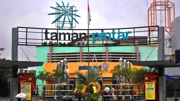 Taman-Pintar-Yogyakarta sewa mobil di jogja